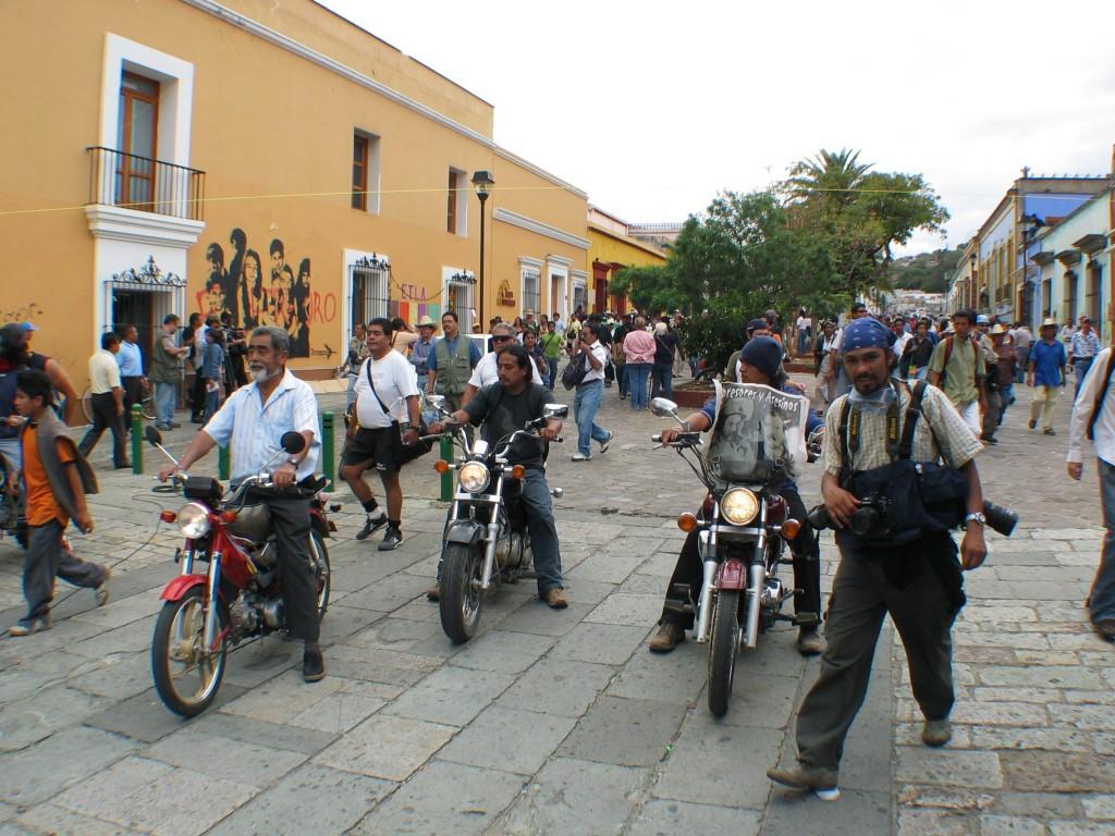 "A ""mega march"" reaching Oaxaca"
