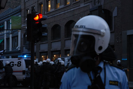 The protests around the NATO summit would end with confrontations between protesters and demonstrators. (Photo: spisderike.net)